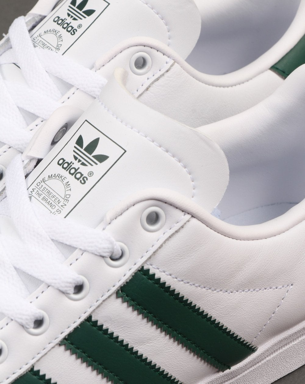 completar amplificación sutil  adidas Coast Star Trainers in White and Green | 80s Casual Classics