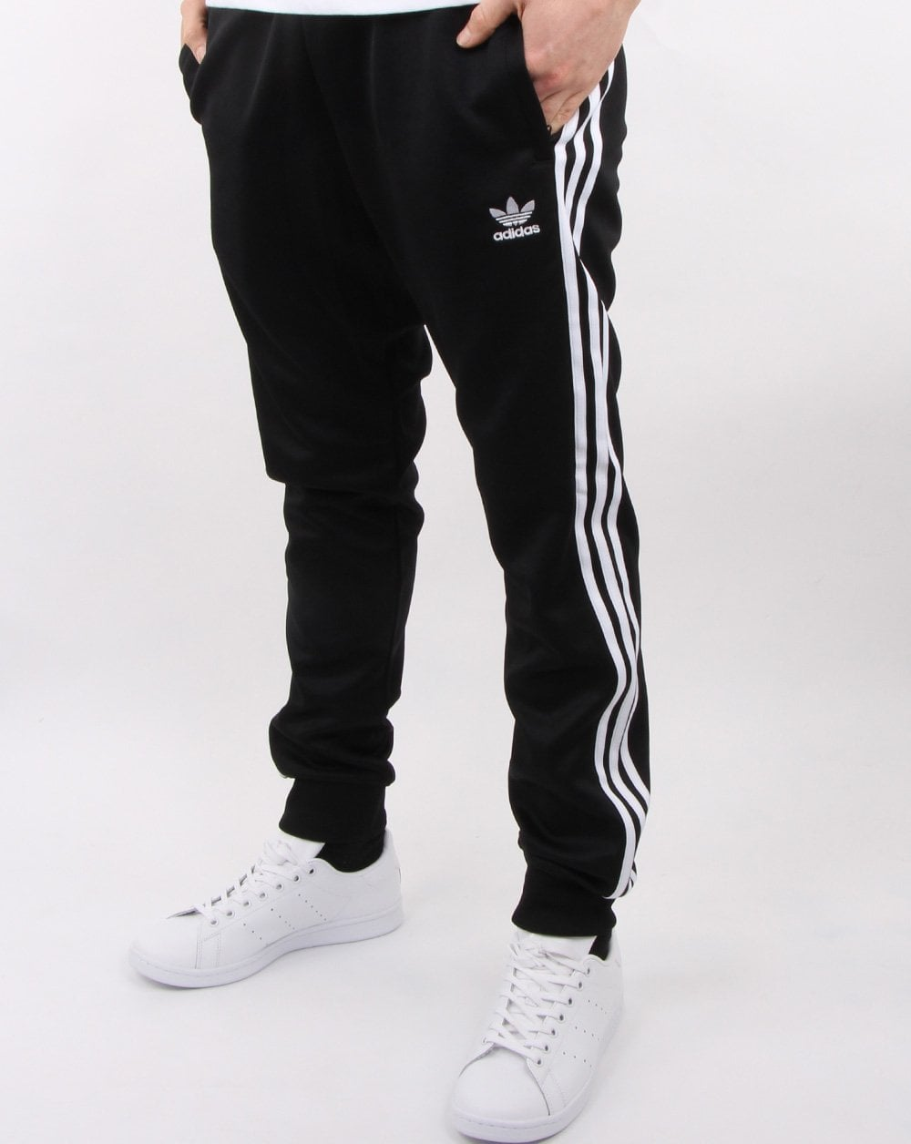 adidas superstar all black with jeans