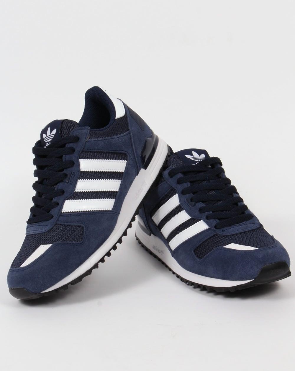 Menns Adidas Marineblå Og Hvit Zx 700 Trenere QHXWv