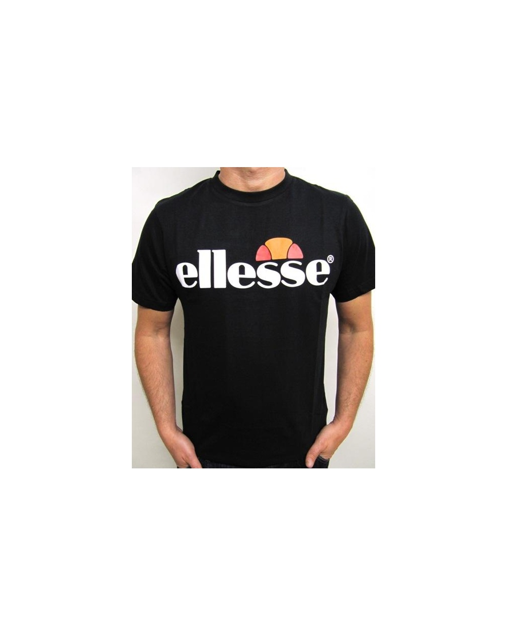 Ellesse logo t shirt black ellesse mens logo tee for Shirts with small logos